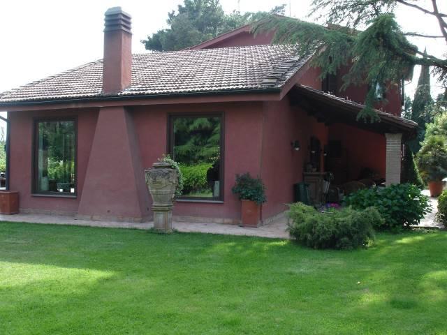 Villa in vendita a Nepi, 6 locali, prezzo € 700.000 | CambioCasa.it