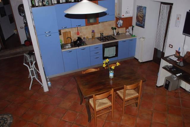 Appartamento in vendita a Monforte d'Alba, 4 locali, prezzo € 147.000 | CambioCasa.it