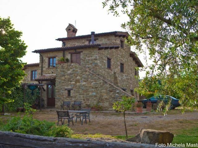 Rustico / Casale in vendita a Gubbio, 5 locali, Trattative riservate | CambioCasa.it