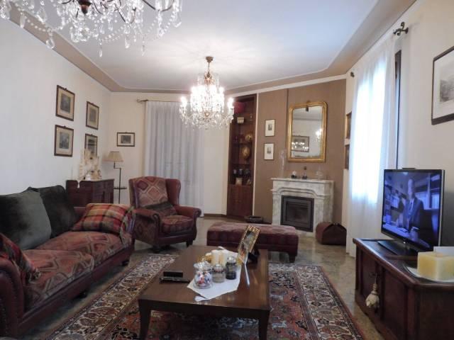 Villa in vendita a Bassano del Grappa, 6 locali, prezzo € 1.100.000 | CambioCasa.it