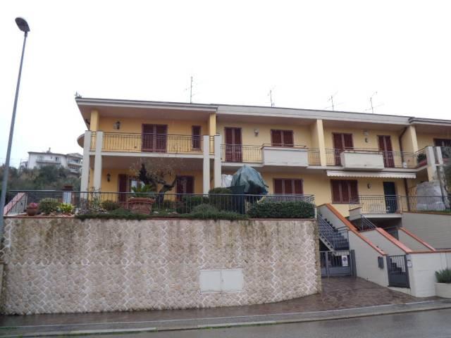 Villa in vendita a Montale, 5 locali, prezzo € 600.000 | CambioCasa.it