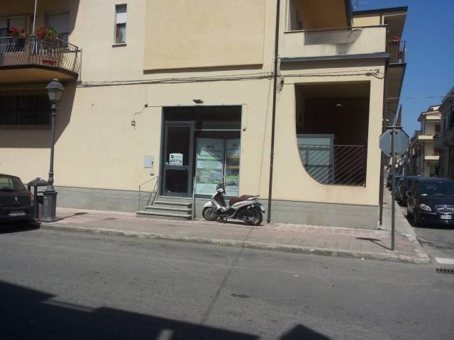 Negozio / Locale in vendita a Siderno, 2 locali, Trattative riservate | CambioCasa.it
