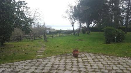 Villa in vendita a Gradoli, 6 locali, prezzo € 249.000   CambioCasa.it