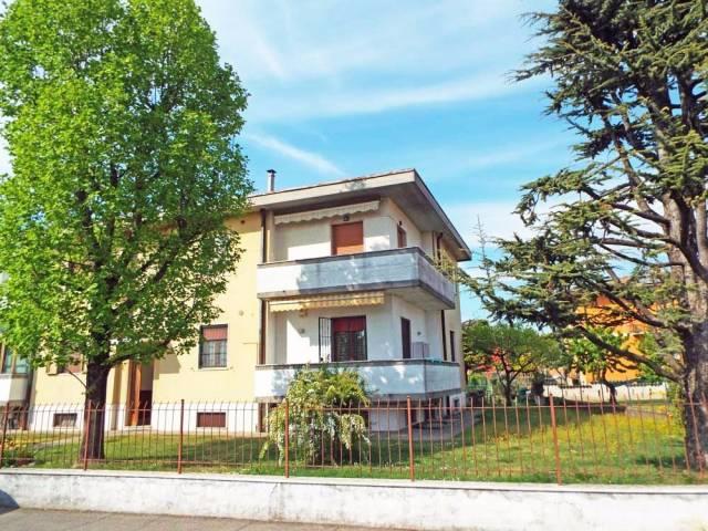 Appartamento in vendita a Ghedi, 3 locali, prezzo € 83.000 | CambioCasa.it
