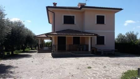 Villa in vendita a Velletri, 6 locali, prezzo € 360.000 | CambioCasa.it