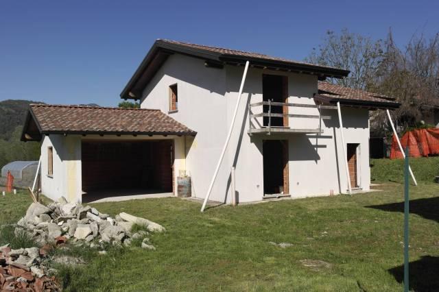 Villa in vendita a Leggiuno, 3 locali, prezzo € 150.000 | CambioCasa.it