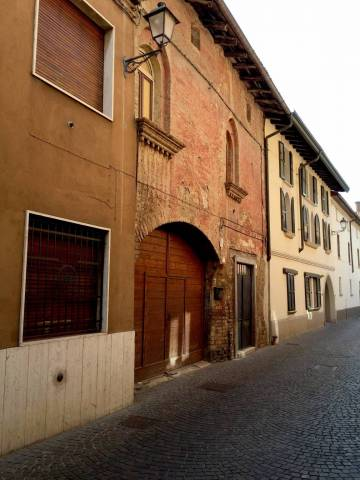 Palazzo / Stabile in vendita a Caravaggio, 6 locali, prezzo € 395.000 | CambioCasa.it