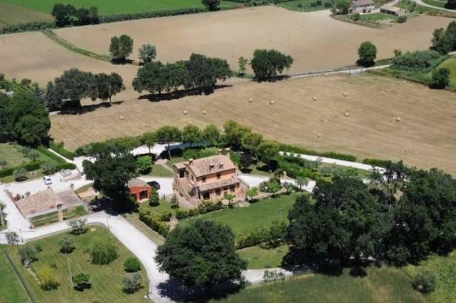 Villa in vendita a Potenza Picena, 6 locali, Trattative riservate   CambioCasa.it
