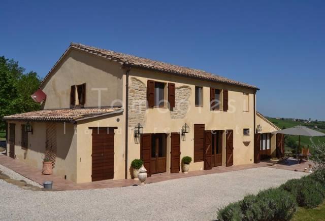 Rustico / Casale in vendita a San Lorenzo in Campo, 6 locali, prezzo € 495.000 | CambioCasa.it