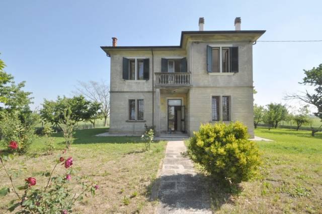 Villa in vendita a Masi Torello, 6 locali, prezzo € 195.000   CambioCasa.it