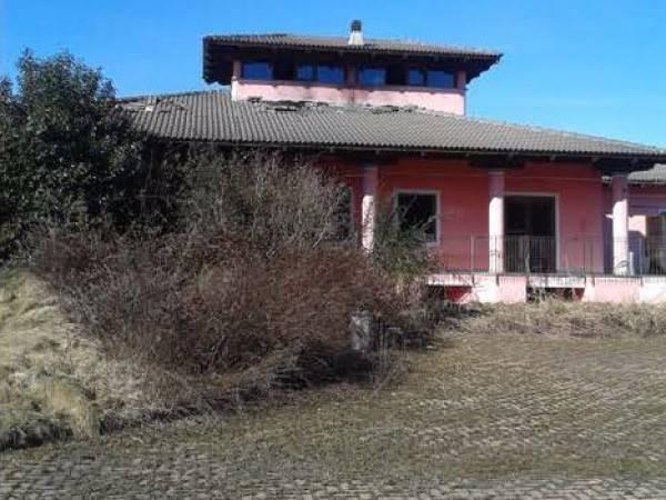 Villa in vendita a Albiano d'Ivrea, 6 locali, prezzo € 120.000 | CambioCasa.it