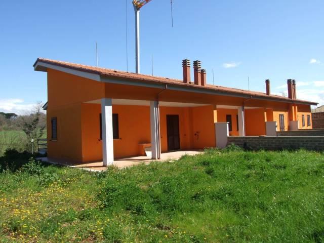 Villa a Schiera in vendita a Nepi, 4 locali, prezzo € 180.000 | CambioCasa.it