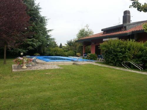 Villa in vendita a Rodano, 6 locali, prezzo € 670.000 | CambioCasa.it