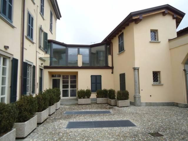 Appartamento in vendita a Barzago, 3 locali, prezzo € 205.000 | CambioCasa.it