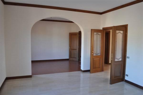 Appartamento in vendita a Caronno Varesino, 4 locali, prezzo € 153.000 | CambioCasa.it