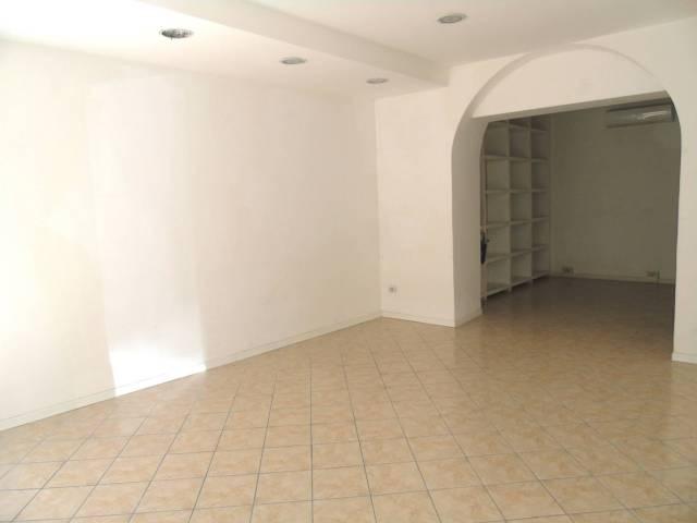 Negozio / Locale in affitto a Trieste, 2 locali, prezzo € 850 | CambioCasa.it