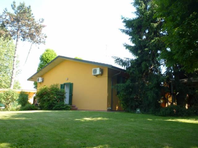 Villa in vendita a Massalengo, 4 locali, prezzo € 370.000 | CambioCasa.it