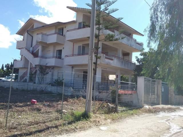 Villa in vendita a Alcamo, 6 locali, prezzo € 135.000 | CambioCasa.it