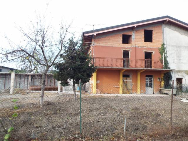 Rustico / Casale in vendita a Ghedi, 5 locali, prezzo € 63.000 | CambioCasa.it