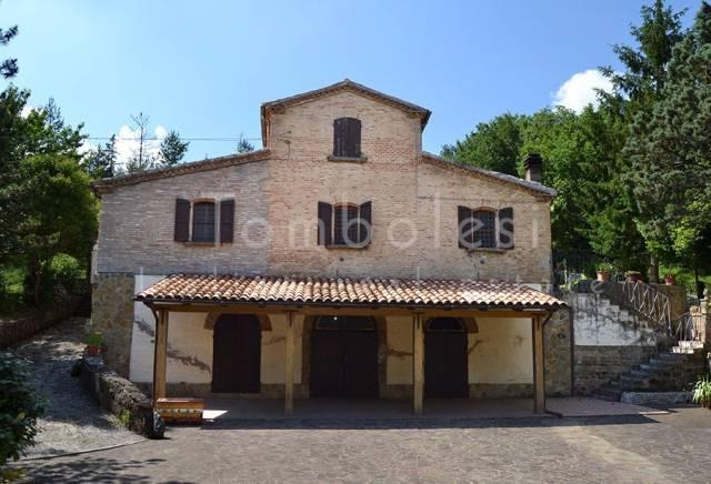 Rustico / Casale in vendita a Pergola, 6 locali, prezzo € 280.000 | CambioCasa.it