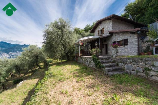 Rustico / Casale in vendita a Malcesine, 2 locali, prezzo € 295.000 | CambioCasa.it