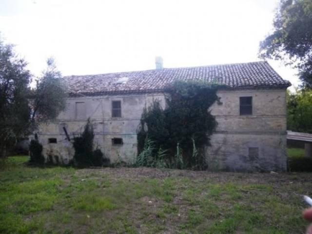 Rustico / Casale in vendita a Osimo, 6 locali, prezzo € 200.000 | CambioCasa.it
