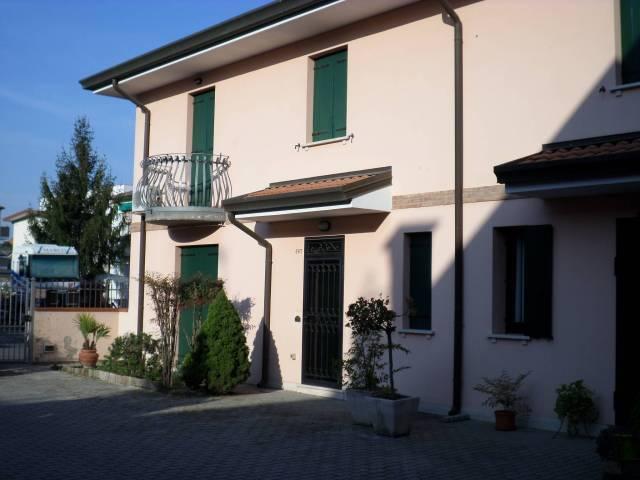Villa in vendita a Polesella, 6 locali, Trattative riservate | CambioCasa.it