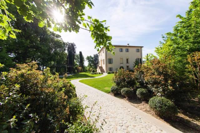 Villa in vendita a Dozza, 6 locali, Trattative riservate   CambioCasa.it