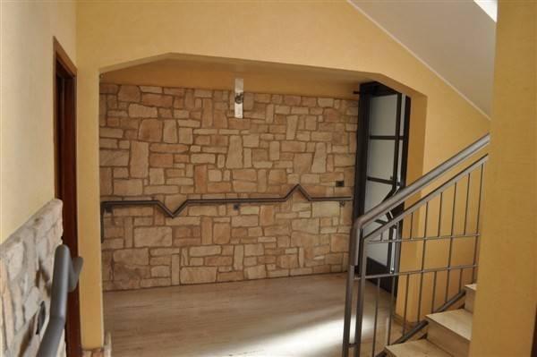 Appartamento in vendita a Caronno Varesino, 3 locali, prezzo € 113.000 | CambioCasa.it