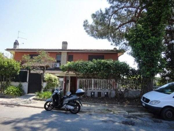 Villa in vendita a Formello, 4 locali, prezzo € 320.000 | CambioCasa.it
