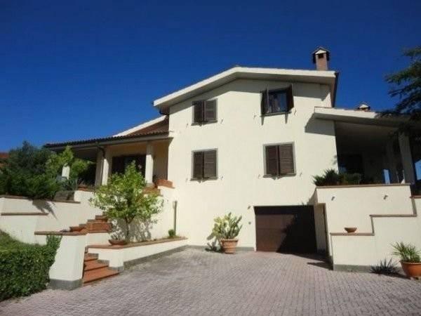 Villa in vendita a Sacrofano, 6 locali, prezzo € 690.000 | CambioCasa.it
