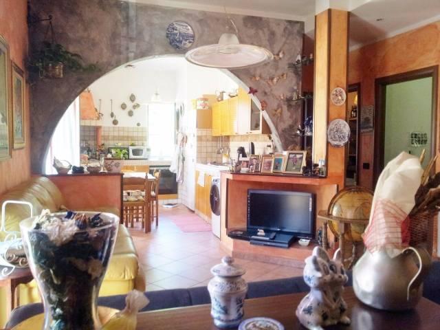 Appartamento in vendita a Vado Ligure, 4 locali, prezzo € 155.000   CambioCasa.it