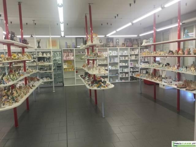 Magazzino in vendita a Saronno, 6 locali, prezzo € 390.000 | CambioCasa.it