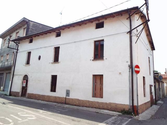 Villa in vendita a Ghedi, 4 locali, prezzo € 57.000 | CambioCasa.it