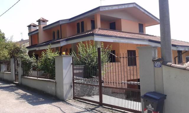 Villa in vendita a Bra, 4 locali, prezzo € 500.000 | CambioCasa.it