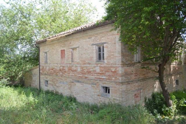 Rustico / Casale in vendita a Morrovalle, 2 locali, prezzo € 95.000 | CambioCasa.it
