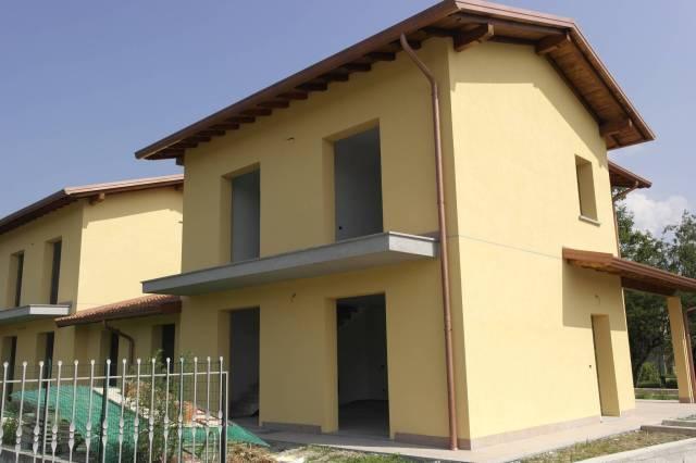 Villa in vendita a Cocquio-Trevisago, 3 locali, prezzo € 269.000   CambioCasa.it