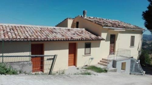 Rustico / Casale in vendita a Colledara, 4 locali, prezzo € 45.000 | CambioCasa.it