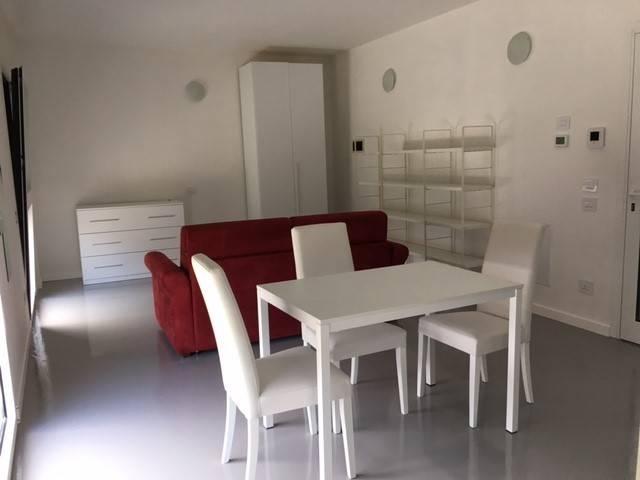 Appartamento in affitto a Faloppio, 1 locali, prezzo € 550 | CambioCasa.it