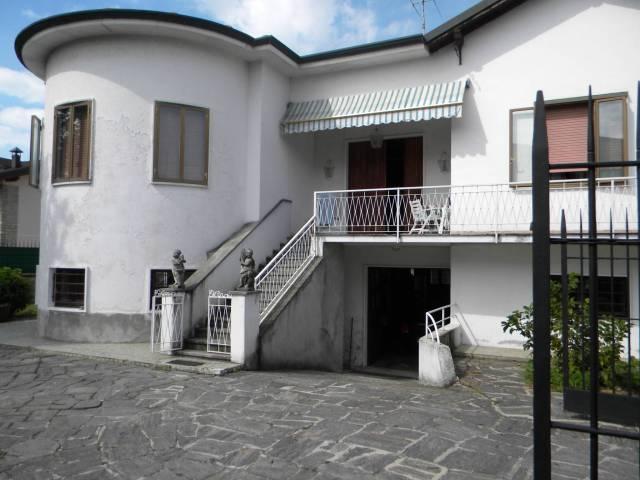Villa in vendita a Fagnano Olona, 4 locali, prezzo € 230.000 | CambioCasa.it
