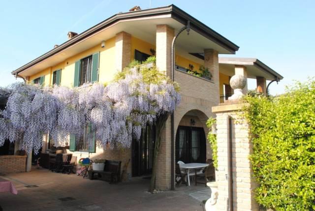 Villa in vendita a Rodano, 6 locali, prezzo € 700.000 | CambioCasa.it