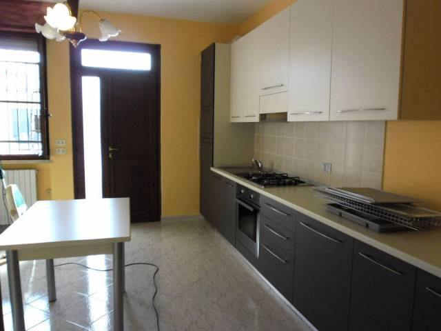 Appartamento in affitto a Sirmione, 1 locali, prezzo € 430 | CambioCasa.it