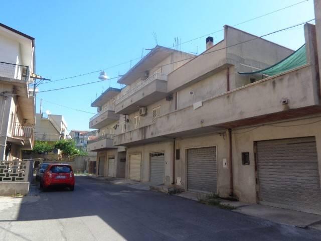 Appartamento in vendita a Monasterace, 5 locali, prezzo € 85.000   CambioCasa.it