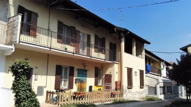 Appartamento in vendita a Casorate Sempione, 3 locali, prezzo € 98.000 | CambioCasa.it