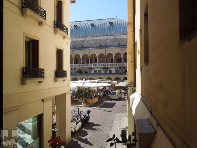 Appartamento in vendita a Padova, 3 locali, zona Zona: 1 . Centro, prezzo € 450.000 | CambioCasa.it