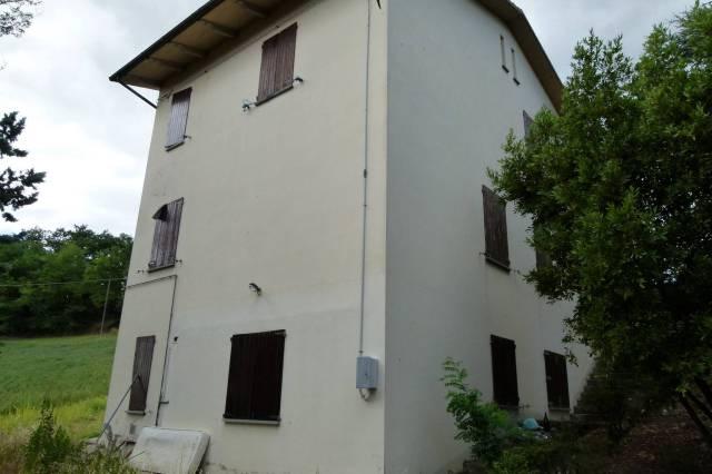 Villa in vendita a Dozza, 6 locali, prezzo € 270.000   CambioCasa.it
