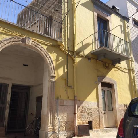 Palazzo / Stabile in vendita a Bitetto, 3 locali, prezzo € 100.000 | CambioCasa.it