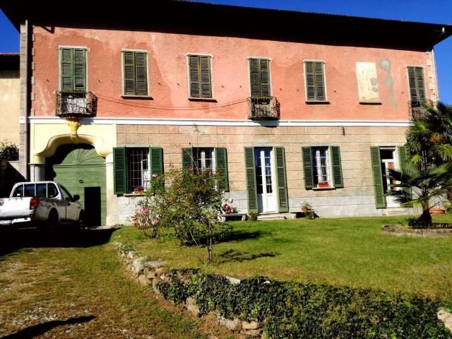 Villa in vendita a Mercallo, 6 locali, prezzo € 500.000 | CambioCasa.it