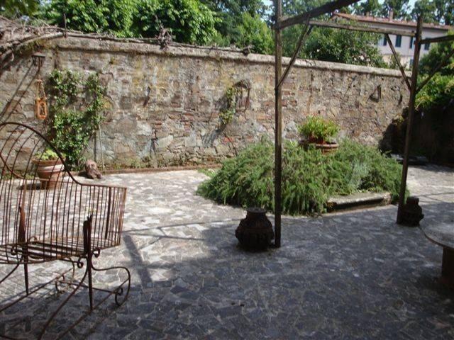 Negozio / Locale in vendita a Lucca, 9999 locali, prezzo € 350.000 | CambioCasa.it