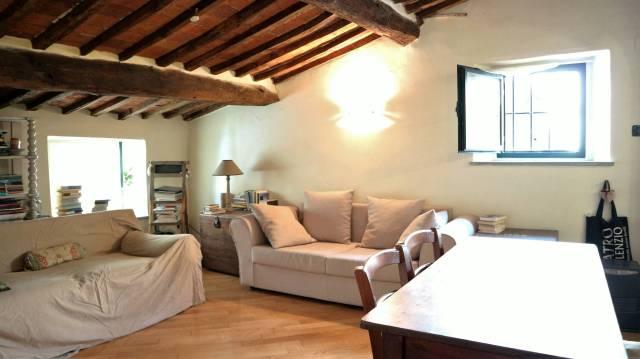 Attico / Mansarda in vendita a Pescia, 2 locali, prezzo € 60.000 | CambioCasa.it
